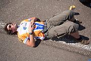 Teamleider Paul Denissen rust uit na een geslaagde testdag. Het Human Power Team Delft en Amsterdam, bestaande uit studenten van de TU Delft en de VU Amsterdam, trainen op de RDW baan in Lelystad voor de laatste keer voor de recordpoging. In september wil het team met Jan Bos en Sebastiaan Bowier het snelheidsrecord op de fiets te verbreken. Dat record staat nu op 133 km/h.<br /> <br /> Team captain Paul Denissen is resting after a successful day. Human Power Team Delft and Amsterdam are having the last training for the record attempt in Battle Mountain (USA) at the RDW test track in Lelystad. The team will try to break the world speed record with a human powered vehicle with riders Jan Bos and Sebastiaan Bowier. The record is now at 133 km/h..