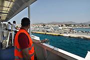 Griekenland, Aegina, 5-7-2008Veerboot legt aan in de haven van het eiland.Foto: Flip Franssen