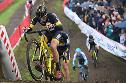 November 11, 2017 - Niel, Belgium - Dutch CORNE VAN KESSEL climbs a dirt hip during the 'Jaarmarktcross' cyclocross cycling race in Niel, the second of six stages of the 'Soudal Classics' competition. (Credit Image: © David Stockman/Belga via ZUMA Press)