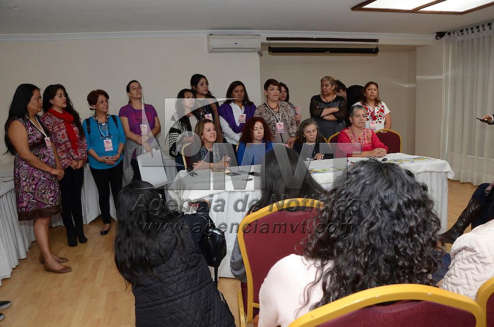 Toluca, Méx.- Mujeres integrantes de grupos feministas del país se reúnen este fin de semana en la capital mexiquense, para discutir temas relacionados al feminicidio, violencia laboral, participación política, entre otros temas, para generar una agenda par los gobiernos de cada entidad. Agencia MVT / José Hernández