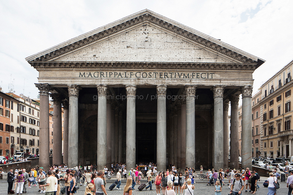 ROME, ITALY - 29 JULY 2014: Exterior view of the Pantheon, where the Honor Guards to the royal tombs by the tomb of King Victor Emmanuel II volunteer, in Rome, Italy, on July 29th 2014.<br /> <br /> The National Institute for the Honor Guards to the royal tombs of the Pantheon is a monarchic-oriented whose goal is to watch over the royal tombs at the Pantheon. Italy's first king, Vittorio Emanuele II and his son Umberto I, as well as Umberto's wife Queen Margherita are entombed in the Pantheon.