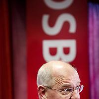 Nederland,Wognum ,26 juni 2007.. Oud-minister Gerrit Zalm van Financiën gaat werken voor DSB Bank.Links Dirk Scheringa (CEO DSB),uiterst links woordvoerder Klaas Wilting .Twee dagen per week zal de ex-politicus de functie van 'Chief Economist' bij de bank vervullen, maakte DSB dinsdag bekend..van Financiën gaat werken voor DSB Bank. Twee dagen per week zal de ex-politicus de functie van 'Chief Economist' bij de bank vervullen, maakte DSB dinsdag bekend.<br /> Former minister for Finance Gerrit Zalm will be working as Chief Economist at the DSB Bank. He was (30 september 2009) questioned about credits of this bank that he left in 2008. He is now Chairman of the Board of another Bank, ABN-AMRO.