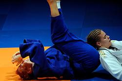 14-11-2009 JUDO: NK JUDO DAMES: ROTTERDAM <br /> Claudia Zwiers (bl) en Iris Lemmen (-78 kg) / Claudia Zwiers wint haar twaalfde Nederlands Kampioenschap<br /> ©2009-WWW.FOTOHOOGENDOORN.NL