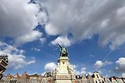 Gent, Belgie, Mar 11, 2009, Sfeerbeelden aan de Vrijdagsmarkt en het standbeeld van Jacob Van Artevelde, ©Christophe VANDER EECKEN