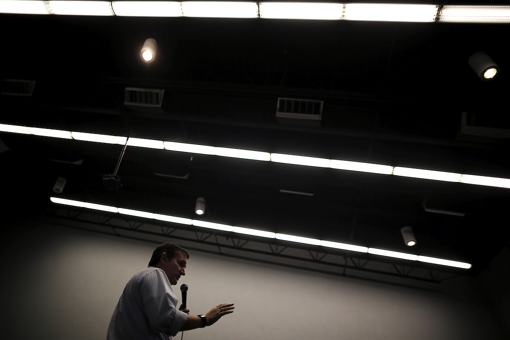 U.S. Republican presidential candidate Ted Cruz speaks at a campaign event in Independence, Iowa, United States, January 25, 2016.    REUTERS/Jim Young