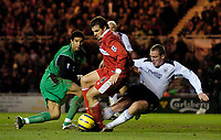 Fotball<br /> Premier League England 2004/2005<br /> Foto: SBI/Digitalsport<br /> NORWAY ONLY<br /> <br /> Middlesbrough v Manchester City<br /> Barcalys Premiership. 06/12/2004.<br /> <br /> Middlesbrough's Mark Viduka (C) was a constant thorn in the Manchester City defence, as he causes chaos between goalkeeper David James (L) and Richard Dunne