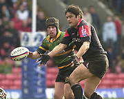 Watford, GREAT BRITAIN, 15th Feburary 2004, Vicarage Road, ENGLAND. [Mandatory Credit: Photo  Peter Spurrier/Intersport Images],<br /> 15/02/2004  -  Zurich Premiership, Saracens v Northampton Saints<br /> Taine Randell distributes the ball.