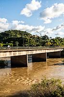 Ponte sobre o Rio Hercílio. Ibirama, Santa Catarina, Brasil. / <br /> Bridge over Hercílio River. Ibirama, Santa Catarina, Brazil.