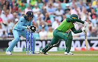 Cricket - 2019 ICC Cricket World Cup - Group Stage: England vs. South Africa<br /> <br /> England's Jos Buttler takes the ball cleanly as South Africa's Quinton de Kock is beaten outside the off stump, at The Kia Oval.<br /> <br /> COLORSPORT/ASHLEY WESTERN