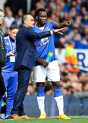 Everton Manager, Roberto Martinez gives instructions to Romelu Lukaku - Mandatory byline: Matt McNulty/JMP - 07966386802 - 12/09/2015 - FOOTBALL - Goodison Park -Everton,England - Everton v Chelsea - Barclays Premier League