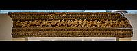 Suovetaurile.<br /> Lemusee gallo-romain de Lyona ete construit pres des theatres romains, sur la colline deFourviere, situee autrefois au cœur de la cite romaine de Lugdunum. <br /> Capitale de la province Lyonnaise, c etait une cite gallo-romaine importante et prospere qui a laisse de nombreux vestiges.<br /> Le musee actuel, construit par l architecteBernard Zehrfussa ete inaugure en 1975. Le batiment est inscrit en bordure du site antique, enterre sous la colline de fourviere.Les deux monuments majeurs de la cite : le theatre et l odeon, sont desormais integres au secteur classePatrimoine Mondialpar l UNESCO.A l interieur, on y accede par une rampe en beton brut descendant en spirale et se ramifiant vers des paliers destines a l exposition des collections du musée.<br /> Ce musee reçoit a peu pres 100 000 visiteurs par an.