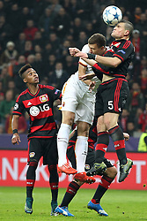 20.10.2015, BayArena, Leverkusen, GER, UEFA CL, Bayer 04 Leverkusen vs AS Roma, Gruppe E, im Bild Kopfball Kyriakos Papadopoulos (#5, Bayer 04 Leverkusen) und Wendell (#18, Bayer 04 Leverkusen) schaut geschockt // during UEFA Champions League group E match between Bayer 04 Leverkusen and AS Roma at the BayArena in Leverkusen, Germany on 2015/10/20. EXPA Pictures © 2015, PhotoCredit: EXPA/ Eibner-Pressefoto/ Deutzmann<br /> <br /> *****ATTENTION - OUT of GER*****