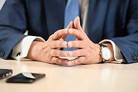 31 MAY 2021, BERLIN/GERMANY:<br /> Haende von Armin Laschet, CDU, Ministerpraesident Nordrhein-Westfalen und CDU Bundesvorsitzender, waehrend einem Interview, Landesvertretung NRW<br /> IMAGE: 20210531-01-015<br /> KEYWORDS: Hände, Hand