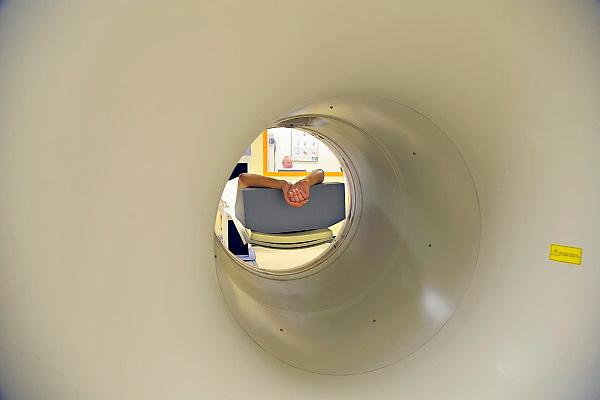 Nederland, Nijmegen, 13-5-2011Een ct-scanner op de afdeling nucleaire geneeskunde van het UMC Radboud. Van een patient wordt een scan gemaakt.Foto: Flip Franssen