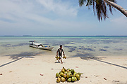 INDONESIA, Karimunjawa Archipelago, Pulau Karimunjawa, Ujung Gelam beach, with many local restaurants on the beach