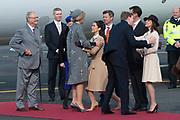 Staatsbezoek Denemarken - Dag 1. Aankomst van het Koninklijk gezelschap op vliegveld Kastrup<br /> <br /> State visit Denmark - Day 1. Arrival of the Royal Family at Kastrup airport<br /> <br /> op de foto / On the photo:  Koning Willem-Alexander en koningin Maxima worden bij aankomst verwelkomd door koningin Margrethe, haar echtgenoot prins Henrik , prins Frederik, prinses Mary, prins Joachim, prins Marie, prinses Benedikte en prins Richard<br /> <br /> King Willem-Alexander and Queen Maxima be welcomed on arrival by Queen Margrethe, her husband Prince Henrik, Prince Frederik, Princess Mary, Prince Joachim, Marie Prince, Princess Benedikte and Prince Richard