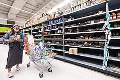 2020_09_21_Supermarket_Shoppers_Buy_RT