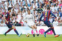 Real Madrid´s Cristiano Ronaldo (C) and Barcelona´s Pique and Busquets during La Liga match between Real Madrid and F.C. Barcelona in Santiago Bernabeu stadium in Madrid, Spain. October 25, 2014. (ALTERPHOTOS/Victor Blanco)