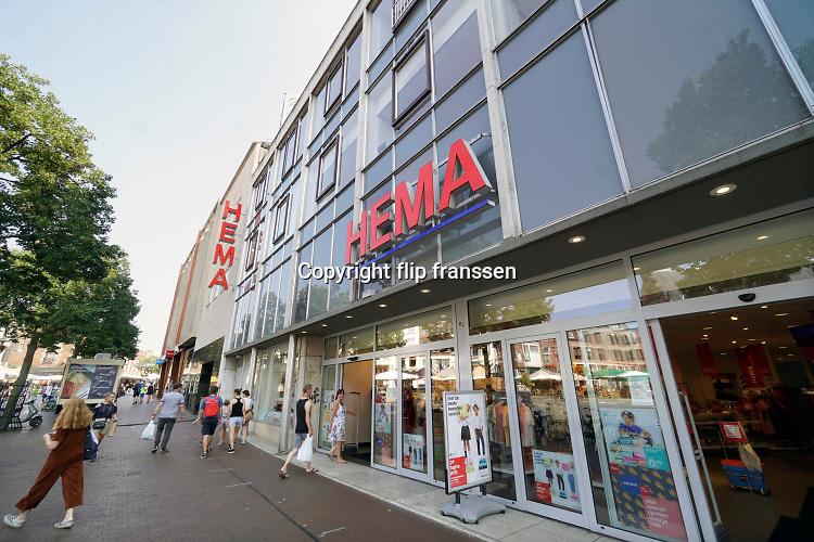 Nederland, Nijmegen, 12-8-2020 Vestiging, filiaal, van warenhuis Hema in het centrum van Nijmegen op een beeldbepalende locatie. De retailer kampt met problemen vanwege de teruglopende omzet, verkoop en het veranderende consumentengedrag naar online winkelen via internet. Foto: ANP/ Hollandse Hoogte/ Flip Franssen