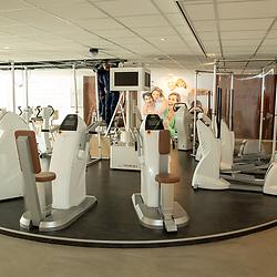 08-05-2020: Nieuws: Corona maatregelen en gevolgen: Nederland<br /><br />Sportscholen bereiden zich voor om open te gaan. De Corpus Milon clubs in Twente plaatsen schermen tussen de toestellen en wordt de luchtbehandeling aangepast