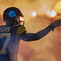 PITTSBURGH, PA - DECEMBER 25:  during a NFL football game between the Pittsburgh Steelers and the Baltimore Ravens on December 25, 2016 at Heinz Field in Pittsburgh, PA.  The Steelers went on to win 31-27, advancing to the playoffs as the AFC's No. 3 seed. (Photo by Shelley Lipton/Icon Sportswire)