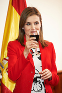 041315 Queen Letizia Visits the Artillery Academy