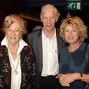 NLD/Amsterdam/20061001 - Uitreiking Blijvend Applaus prijs 2006, Ellen Vogel, Berend Boudewijn en partner Martine Bijl