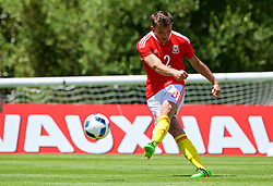 VALE DO LOBO, PORTUGAL - Sunday, May 29, 2016: Wales' Emyr Huws scores during a Wales v Wales training match on day six of the pre-UEFA Euro 2016 training camp at the Vale Do Lobo resort in Portugal. (Pic by David Rawcliffe/Propaganda)