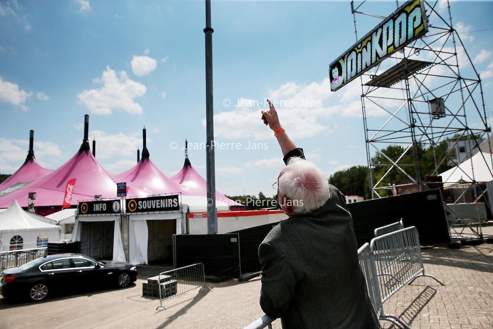 Nederland, Landgraaf, 10 juni 2015.<br /> Voorbereidngen Pinkpop zijn in volle gang.<br /> Organisator Jan Smeets geeft de laatste instructies door.komen.<br /> <br /> <br /> <br /> Foto: Jean-Pierre Jans
