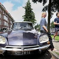 Nederland, Amsterdam , 26 juni 2011..de Citroen DS van illustrator van kinderboeken Noelle Smit hier gefotografeerd op de Admiralengracht..The oldtimer Citroën DS of children's book illustrator Noelle Smit