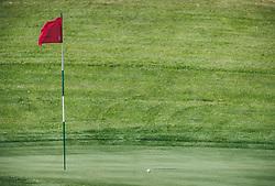 THEMENBILD - eine rote Golffahne und ein Golfball auf dem Putting green. Der 18-Loch-Championshipplatz bietet eine überdachter Drivingrange für PROS und Anfänger. Die Sportsresidenz Zillertal bildet das Herz der Anlage und ist gleichzeitig das beliebte Clubhaus des Golfplatzes, aufgenommen am 06. Juni 2019 in Uderns Oesterreich // a red golf flag and a golf ball on the putting green. The 18-hole championship course offers a covered driving range for PROS and beginners. The Sportsresidenz Zillertal forms the heart of the course and is also the popular clubhouse of the golf course, in Uderns, Austria on 2019/06/06. EXPA Pictures © 2019, PhotoCredit: EXPA/Stefanie Oberhauser