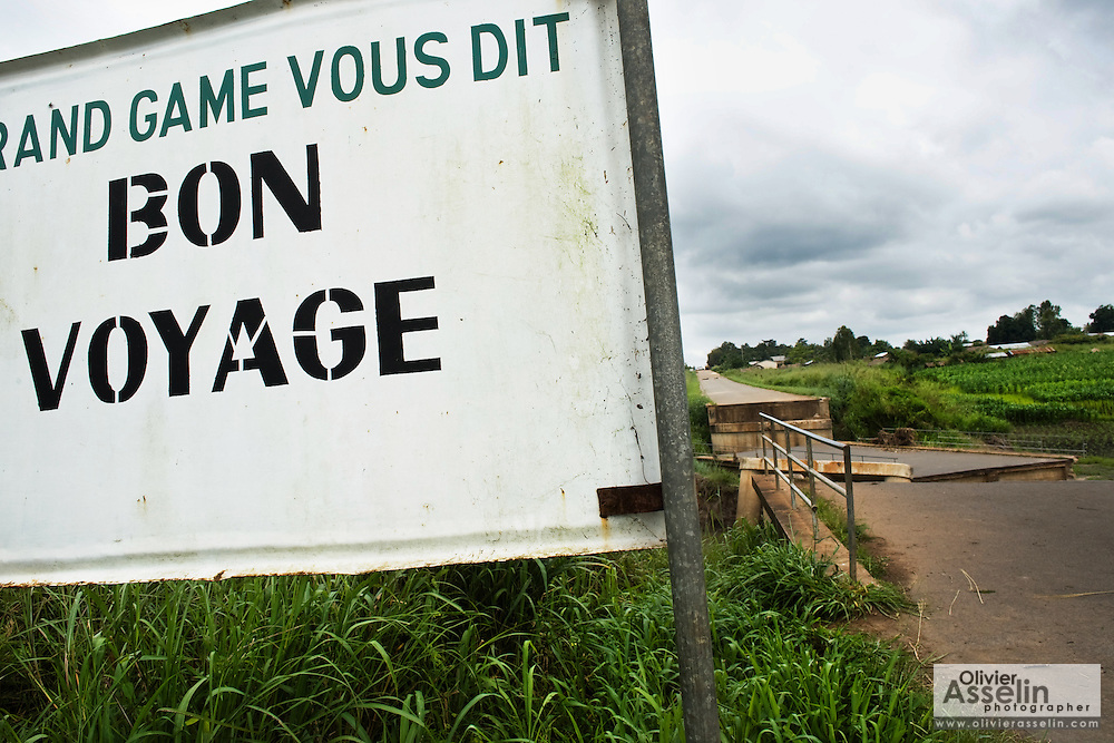 A sign reading Bon Voyage on the side of the road near a collapsed bridge near Notse, Togo on Thursday October 2, 2008.