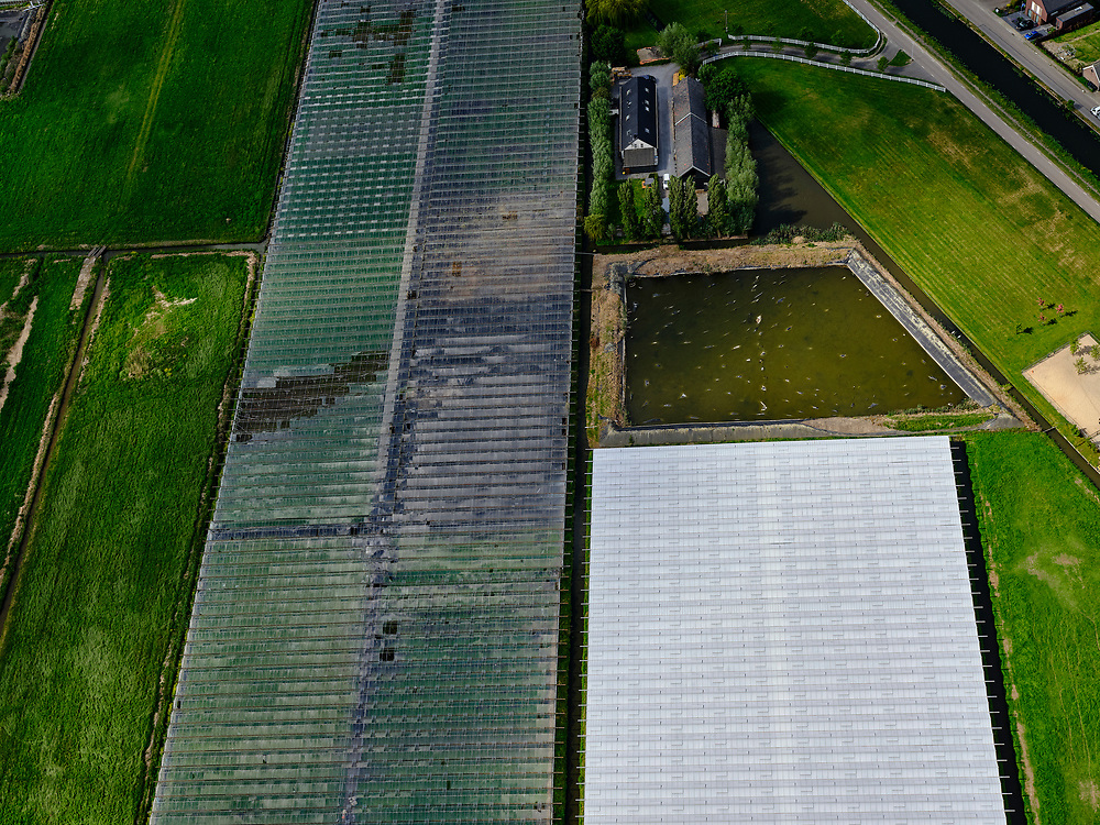 Nederland,Zuid-Holland, Zuidplaspolder; 14–05-2020; close-up kassen en landerijen in kassengebied van de Zuidplaspolder.<br /> View of the greenhouse area of the Zuidplaspolder (near Rotterdam).<br /> <br /> luchtfoto (toeslag op standaard tarieven);<br /> aerial photo (additional fee required)<br /> copyright © 2020 foto/photo Siebe Swart