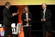 Koning Willem Alexander bij uitreiking Heinekenprijzen in de Beurs van Berlage. / King Willem Alexander at Heineken Awards ceremony in the Beurs van Berlage.<br /> <br /> Op de foto / On the photo:  Kari Alitalo (Geneeskunde) en Charlene de Carvalho-Heineken