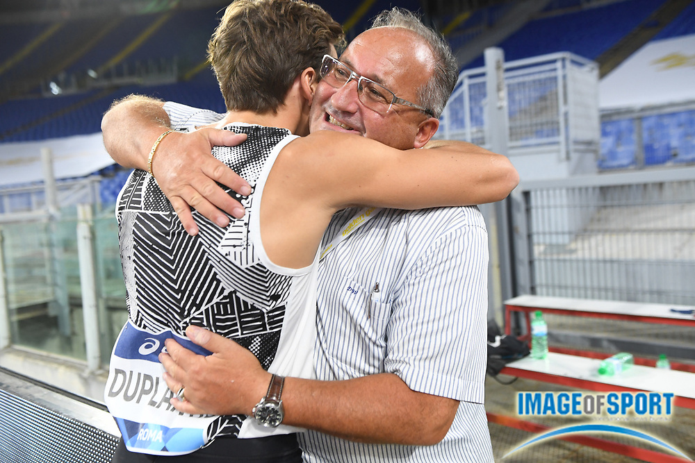 Mondo Duplantis (SWE) celebrates after winning the pole vault in an outdoor world record 20-2 (6.15m) during the Mennea Golden Gala at Stadio Olimpico, Thursday, Sept. 17, 2020, in Rome. (Jiro Mochizuki/Image of Sport)