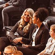 NLD/Hilversum/20151218 - The Voice of Holland 2015 - 3de liveshow, Isabella van Velsen , partner van Brace