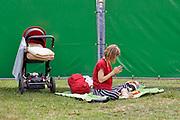 Nederland, Nijmegen, 9-6-2019 MusicMeeting . Festivalterrein in park Brakkenstein. Traditioneel met pinksteren. Optredens van acts, bands, artiesten uit de wereld muziek, worldmusic . Publiek . Foto: Flip Franssen