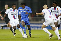 Fotball<br /> Frankrike 2004/05<br /> Lyon v Auxerre<br /> 27. november 2004<br /> Foto: Digitalsport<br /> NORWAY ONLY<br /> BENJANI MWARUWARI (AUX) / MIKAEL ESSIEN / CRIS / MAHAMDOU DIARRA (LYON)