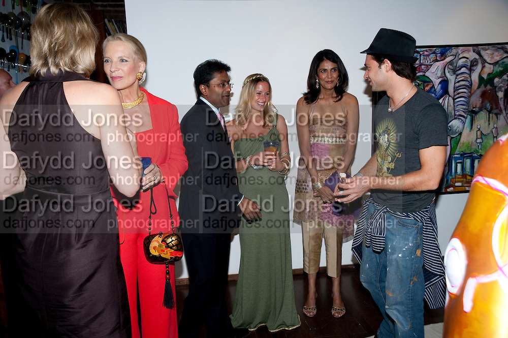 PRINCESS MICHAEL OF KENT; LALIT MODI; RENOUKA CALIL; ; LUCY JAFRI; SAFRA JAFRI,  , The launch party for Elephant Parade hosted at the house of  Jan Mol. Covent Garden. London. 23 June 2009.