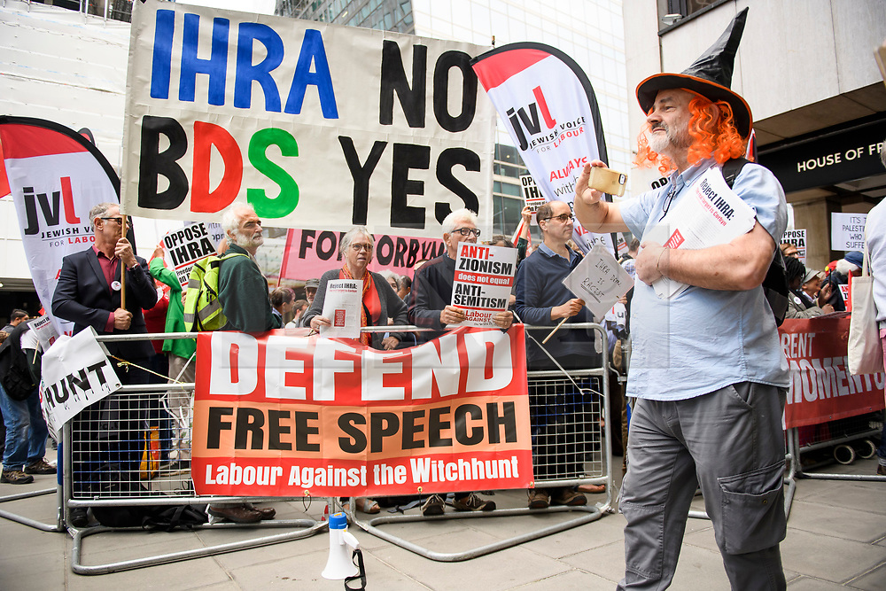 © Licensed to London News Pictures. 04/09/2018. London, UK. Pro Jeremy Corbyn protestors gather outside Labour Party headquarters in London ahead of a National Executive Committee meeting. The Labour Party's ruling body is expected to vote on whether to adopt, in full, the IHRA (International Holocaust Remembrance Alliance) definition of anti-Semitism. Photo credit: Ben Cawthra/LNP