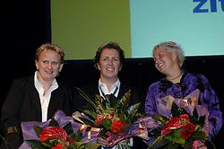08-10-2006 VOLLEYBAL: GALA 2006: DOETINCHEM<br /> In de schouwburg van Doetinchem werd het volleybalgala 2006 gehouden / De wereldkampioenen zitvolleybalsters<br /> ©2006-WWW.FOTOHOOGENDOORN.NL