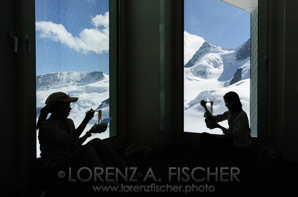 Szenen rund ums Jungfrau-Joch. Touristen.