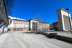 15.03.2020, Innsbruck, AUT, Coronavirus, Ausgangssperre in ganz Tirol, Tirol hat de facto eine Ausgangssperre verhängt. In einer Stellungnahme erklärte Landeshauptmann Günther Platter am Vormittag, die Tirolerinnen und Tiroler dürften die Wohnung nicht verlassen, davon gibt es nur wenige Ausnahmen, im Bild Landhausplatz // during a Curfew all over Tyrol, Tirol has de facto imposed a curfew. In a statement, Governor Günther Platter said in the morning that the Tyroleans were not allowed to leave the apartment, there are only a few exceptions. Innsbruck, Austria on 2020/03/15. EXPA Pictures © 2020, PhotoCredit: EXPA/ Erich Spiess