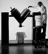 Biotech technicial loading mixing machine