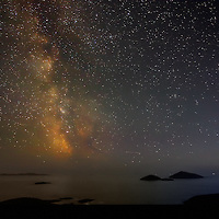 Glowing Milkyway over Derrynane National Park with view on Scariff Island near Caherdaniel, County Kerry, ireland at night / kn003