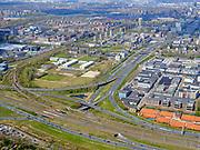 Nederland, Noord-Holland, Amsterdam; 17-04-2021; Zuidas, knooppunt de Nieuwe Meer. Ring A10, A10 West. Rechts van de snelweg het Schinkelkwartier / de Schinkelhaven. Links het Riekercourt of Rieker Business Park. <br /> Zuidas, the Nieuwe Meer junction. View on Schinkelkwartier - Schinkelhaven on the right. On the left the Riekercourt or Rieker Business Park<br /> <br /> luchtfoto (toeslag op standaard tarieven);<br /> aerial photo (additional fee required)<br /> copyright © 2021 foto/photo Siebe Swart