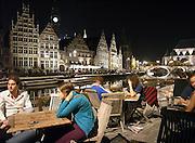 Belgie, Gent, 5-9-2005..Stadsgezicht op de Kraanlei, uitgaansgebied in het centrum van de stad wat inmiddels autovrij is gemaakt...Restaurants, terrassen, terrasjes, uitgaan jongeren, toerisme, vakantie, stedentrip, historische gebouwen, architectuur binnenstad, gezelligheid, sfeer, cultuur, kultuur, recreatie. Belgium, Gand, Ghent ..Foto: Flip Franssen/Hollandse Hoogte