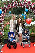 Verkiezing van Mama of the Year, georganiseerd door maandblad Fabulous Mama op het rijk van de keizer in Amsterdam.<br /> <br /> Op de foto:  Myrthe Mylius met haar zoon Jack en Jamie Faber met haar zoon London