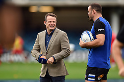 Austin Healey has a word with Jamie Roberts of Bath Rugby prior to the match - Mandatory byline: Patrick Khachfe/JMP - 07966 386802 - 13/10/2018 - RUGBY UNION - The Recreation Ground - Bath, England - Bath Rugby v Toulouse - Heineken Champions Cup