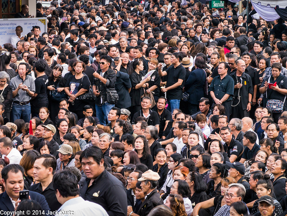 19 OCTOBER 2014 - BANG BUA THONG, NONTHABURI, THAILAND: A small part of the crowd at Apiwan Wiriyachai's cremation at Wat Bang Phai in Bang Bua Thong, a Bangkok suburb, Sunday. Apiwan was a prominent Red Shirt leader. He was member of the Pheu Thai Party of former Prime Minister Yingluck Shinawatra, and a member of the Thai parliament and served as Yingluck's Deputy Prime Minister. The military government that deposed the elected government in May, 2014, charged Apiwan with Lese Majeste for allegedly insulting the Thai Monarchy. Rather than face the charges, Apiwan fled Thailand to the Philippines. He died of a lung infection in the Philippines on Oct. 6. The military government gave his family permission to bring him back to Thailand for the funeral. His cremation was the largest Red Shirt gathering since the coup.     PHOTO BY JACK KURTZ